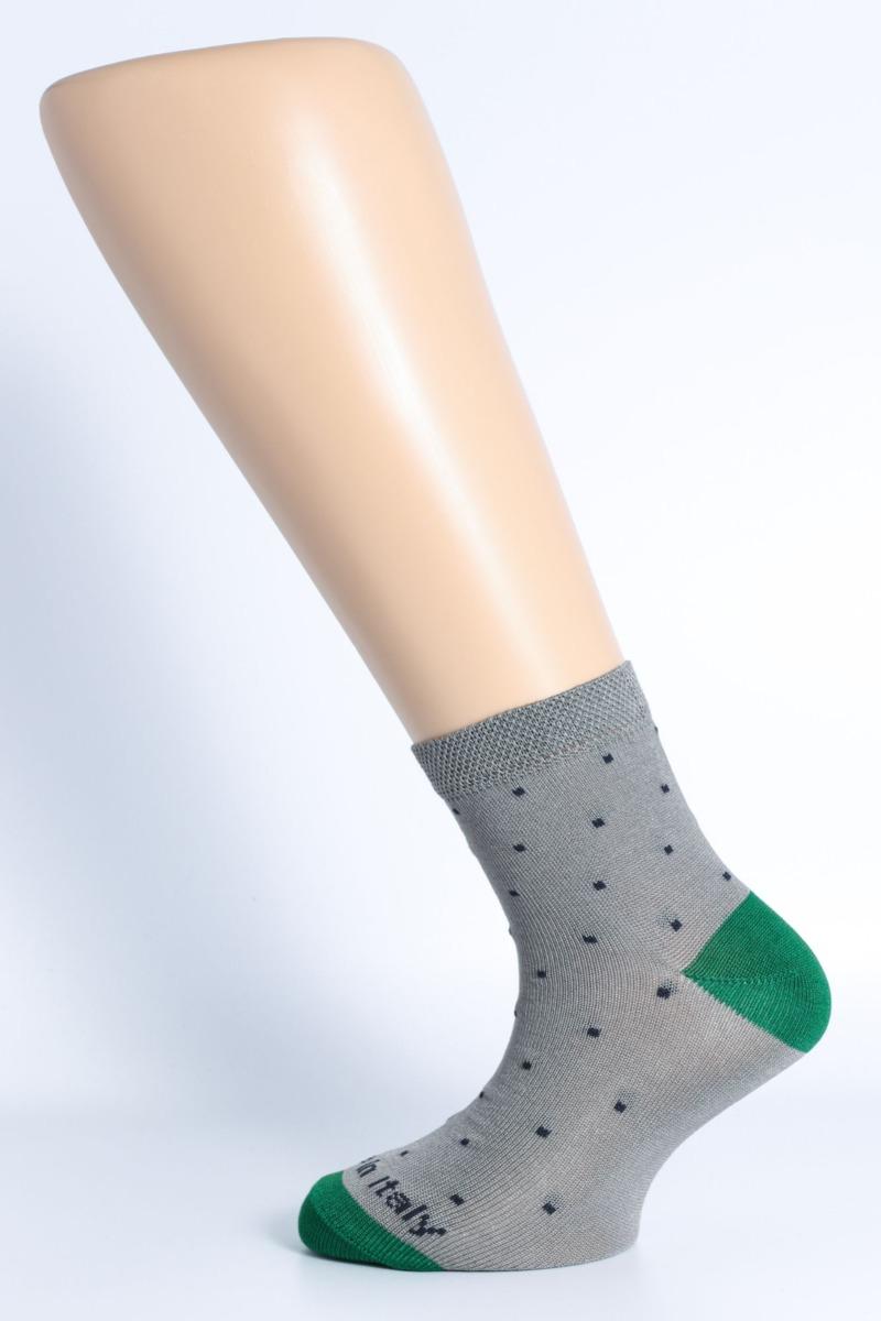 calza-moda-pois-fondo-grigio